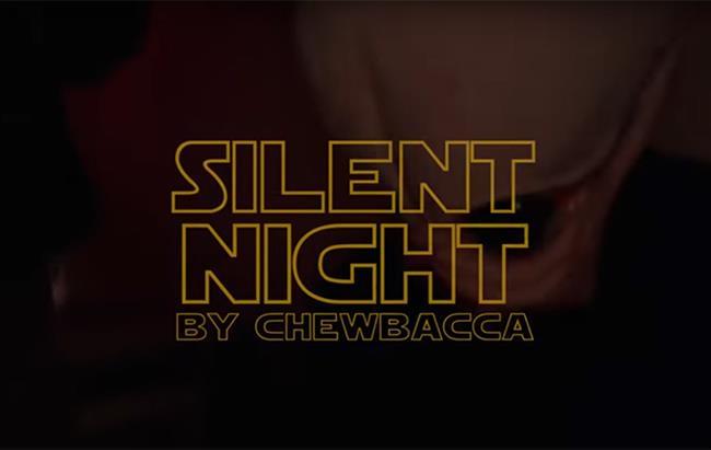 Chewbacca canta Silent Night