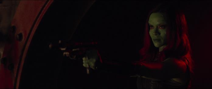 Gamora con una pistola inmano