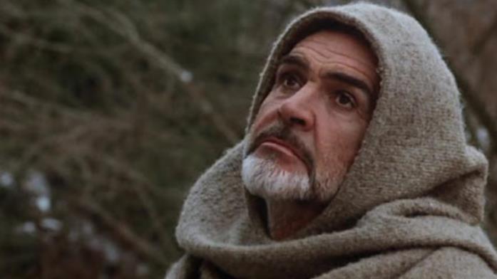 Primo piano di Sean Connery, nei panni di Guglielmo da Baskerville