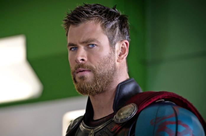 Chris Hemsworth: un Thor dai capelli corti in Ragnarok