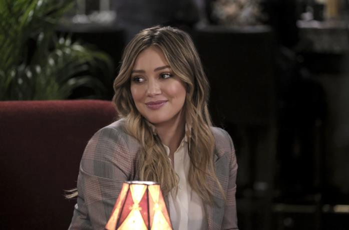 Hilary Duff in una foto promozionale di Younger