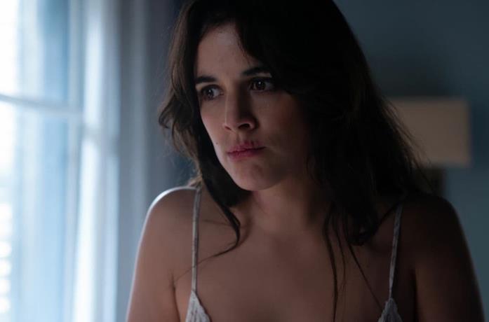 La protagonista in una scena di H – Helena