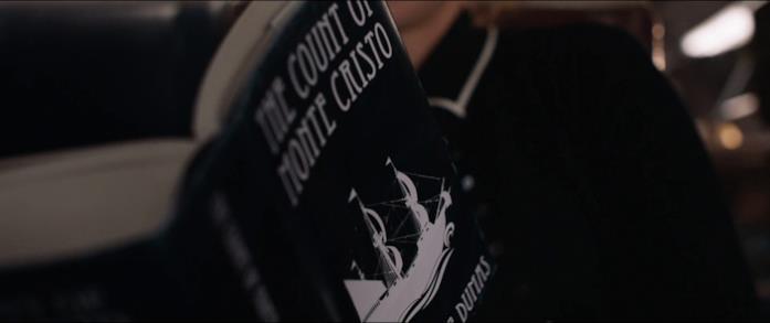 Joanna legge Il conte di Montecristo di Dumas padre