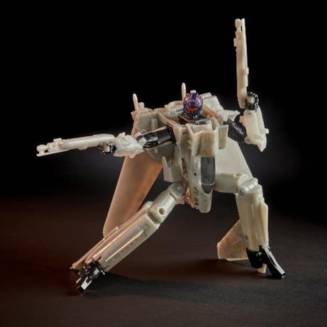 Il Transformers armato punta il fucile