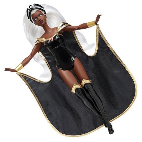 Barbie Storm con il suo mantello