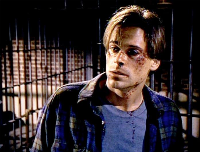 Nick nella prigione in cui arriva dopo essere stato picchiato