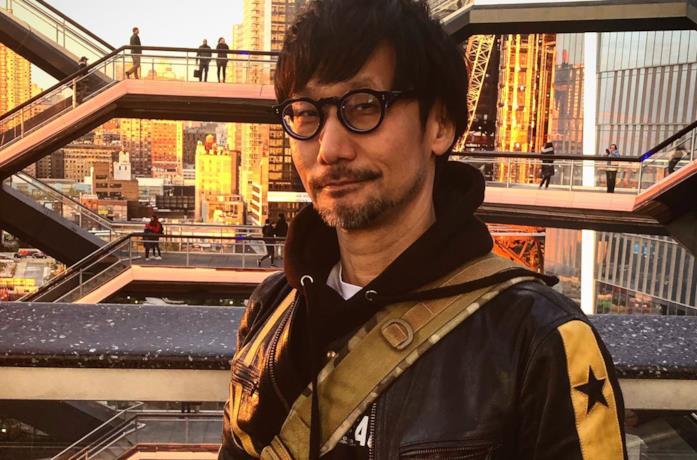 Un primo piano di Hideo Kojima scattato dalla sua assistente personale, Ayako