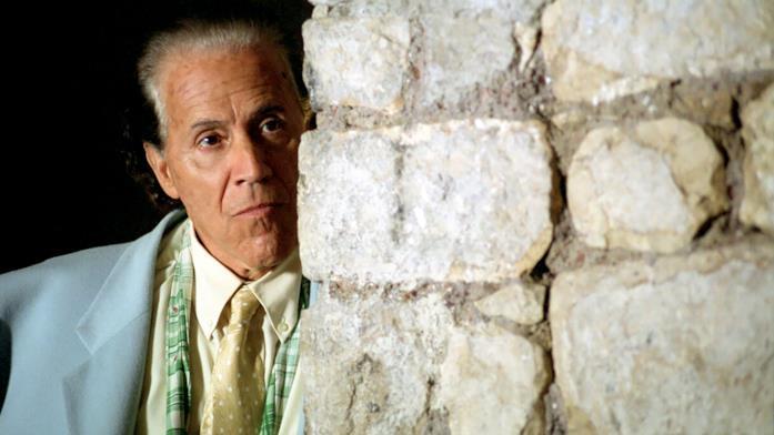 Giacomo Rizzo in una scena del film L'amico di famiglia
