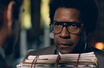 Denzel Washington in una scena di End of Justice