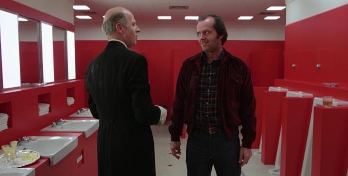 Jack Torrance e Delbert Grady discutono in un bagno della Gold Room