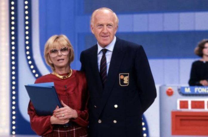 Sandra Mondaini e Raimondo Vianello sorridenti durante Zig Zag