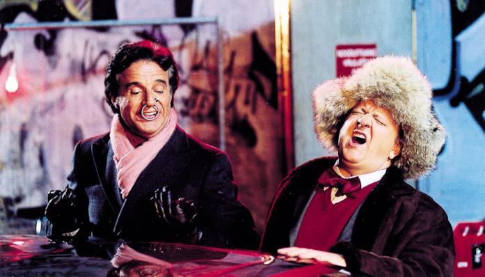 De Sica e Boldi in una scena del cinepanettone Merry Christmas