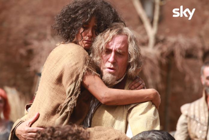 Tomtom e Porthos abbracciati