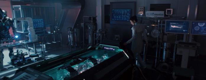 Helen Cho nel suo laboratorio