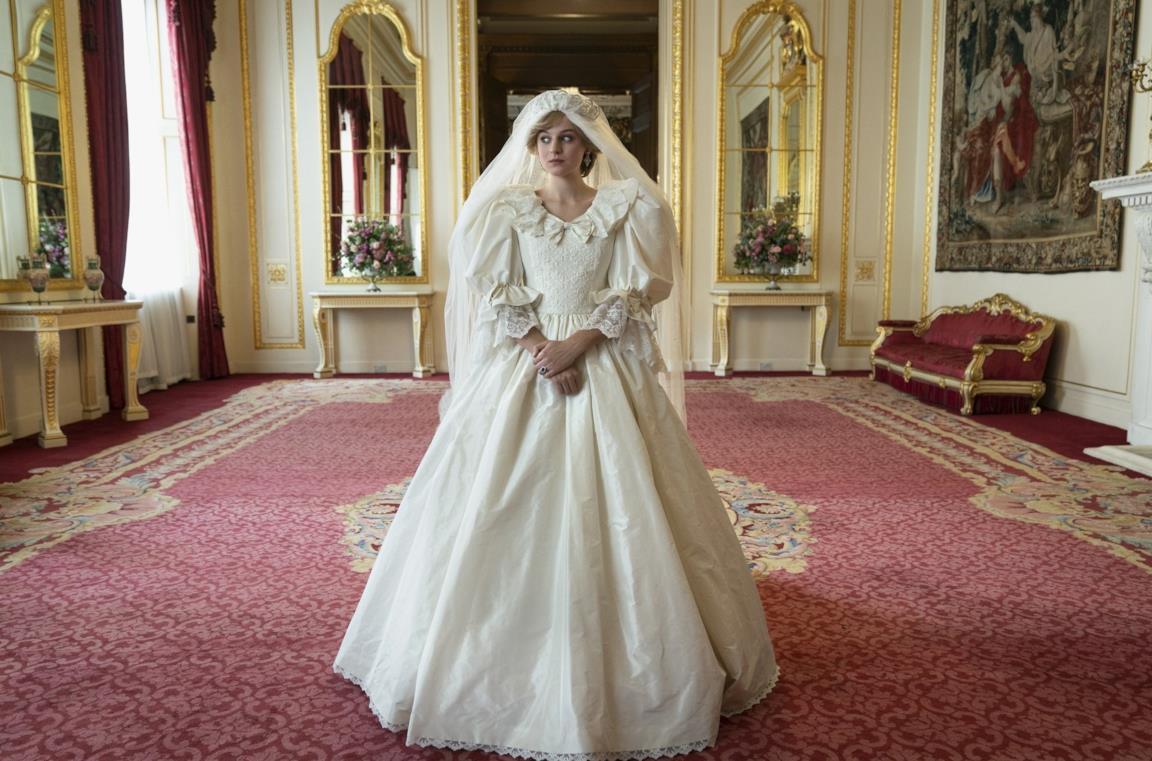 Emma Corrin è Lady Diana Spencer nelle nuove foto ufficiali della serie Netflix The Crown