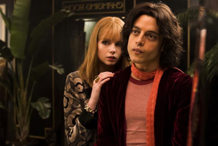 Lucy Boynton e Rami Malek in una scena di Bohemian Rhapsody