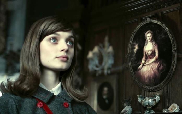 Bella Heathcote in un'immagine tratta da Dark Shadows