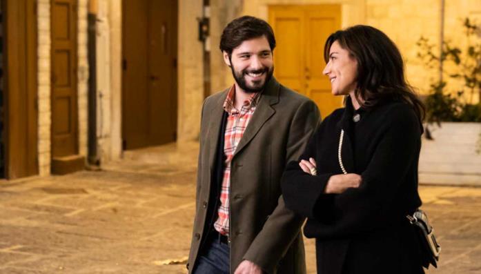 Filippo Scicchitano e Luisa Ranieri in una scena girata a Bari Vecchia