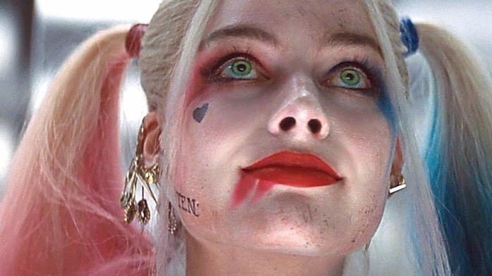 Harley Quinn in primo piano in Suicide Squad
