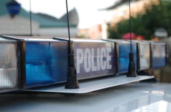 Un'auto della polizia sulla scena del crimine