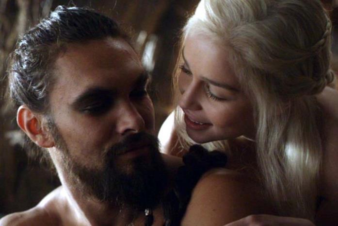 Jason Momoa ed Emilia Clarke in Game of Thrones
