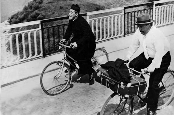Don Camillo e l'onorevole Peppone: la mitica scena del carro armato, del Piave e il finale
