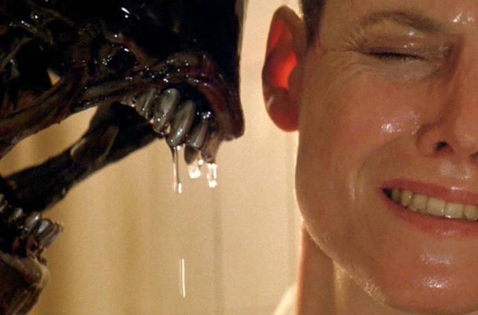 Un personaggio di Alien e il terribile nemico