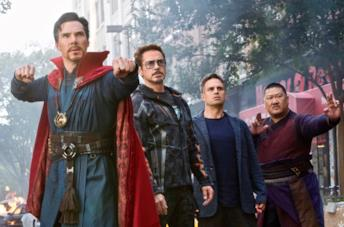 Strange, Wong, Banner e Iron Man in Avengers: Infinity War