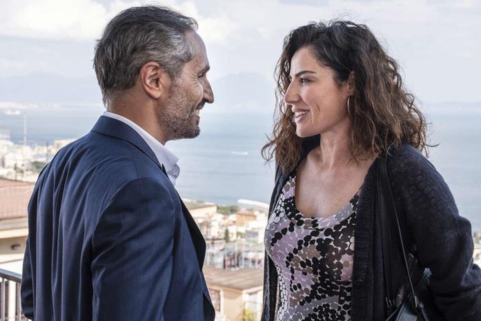 Daniele Russo e Luisa Ranieri in una scena del film Vita segreta di Maria Capasso