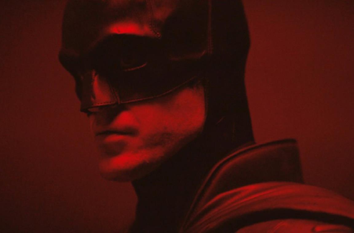 Un primo piano di Robert Pattinson come Batman
