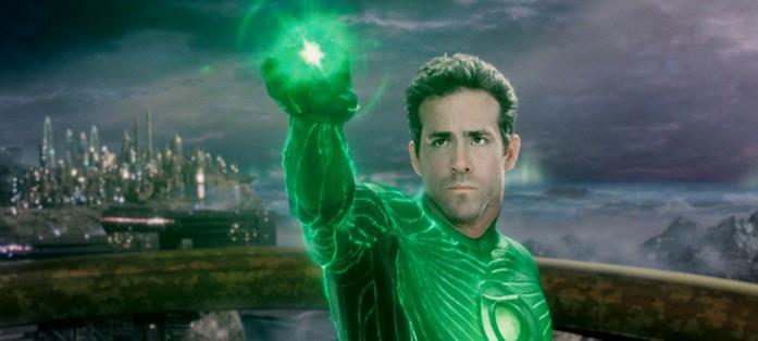 Green Lantern sta sferrando un attacco con il proprio anllo