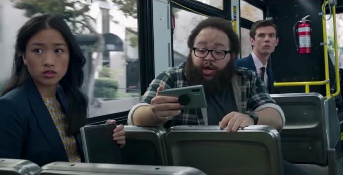 Tre persone sul bus che si vede all'inizio di Shang-Chi
