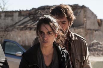 Penélope Cruz e Javier Bardem in una scena del film Tutti lo sanno