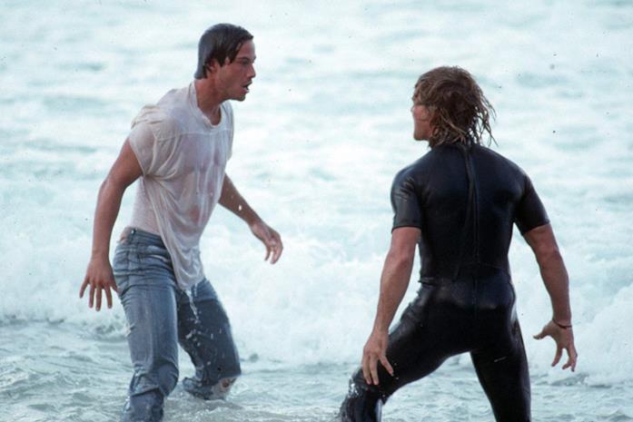 Keanu Reeves e Patrick Swayze in una scena del film Point Break