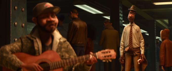 Soul, il protagonista guarda un uomo suonare la chitarra