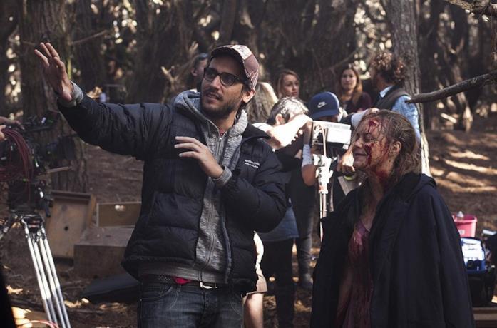 Fede Alvarez sul set del film La casa