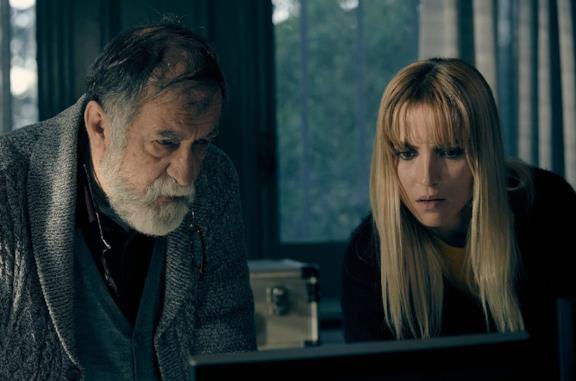 Ramón Barea e Ana Fernández in una scena del film Voces