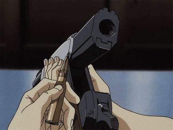 Un'arma viene caricata in una scena di Cowboy Bebop