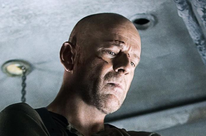 Bruce Willis in una scena del film Die Hard - Vivere o morire