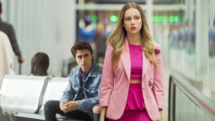 Carla e Samuel nel corto di Elite