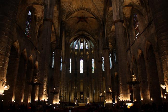L'Interno di Santa Maria del Mar a Barcellona