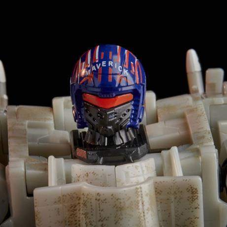 Il dettaglio del casco dell'Autobot di Top Gun
