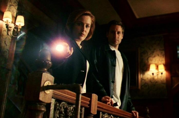 David Duchovny e Gillian Anderson in How The Ghosts Stole Christmas di X-Files