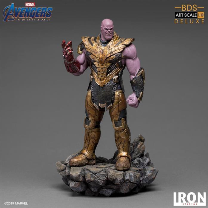 Thanos action figure intera
