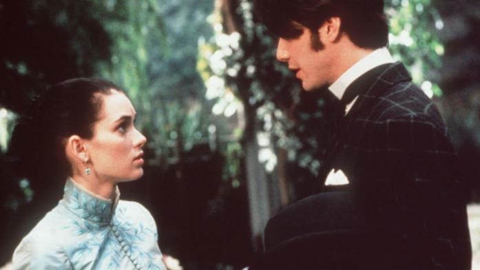 Winona Ryder e Keanu Reeves in una scena del film Dracula di Bram Stoker