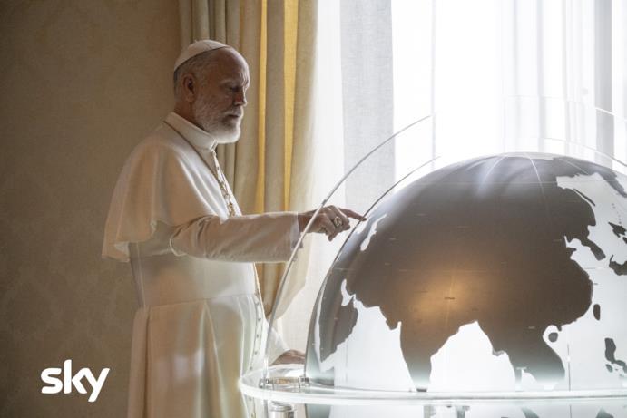 John Malkovich come Papa Giovanni Paolo III in The New Pope
