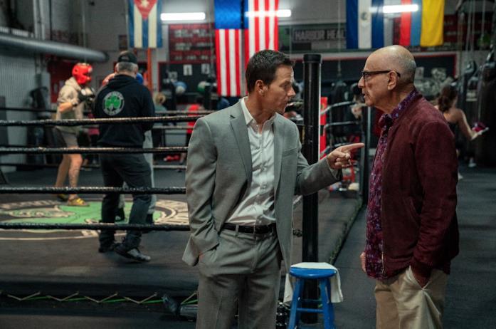 Mark Wahlberg e Alan Arkin in una scena di Spenser Confidential