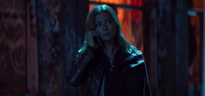Sharon Carter al telefono