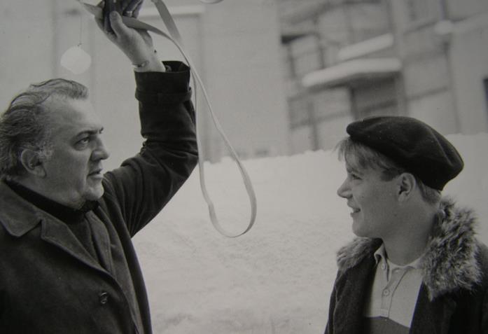 Federico Fellini sul set del suo film La dolce vita