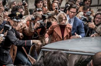 Michelle Williams e Mark Wahlberg in Tutti i soldi del mondo